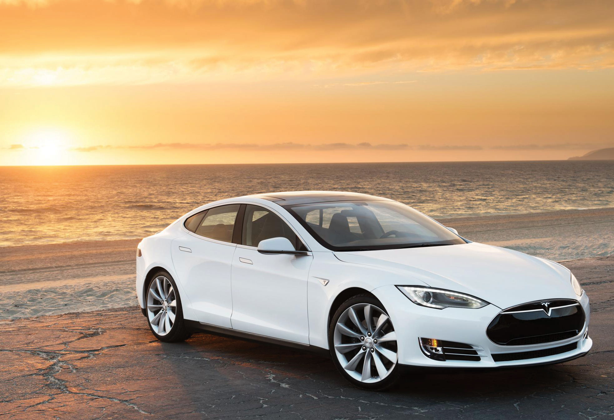 Low level flying tesla model s business jet traveler malvernweather Image collections