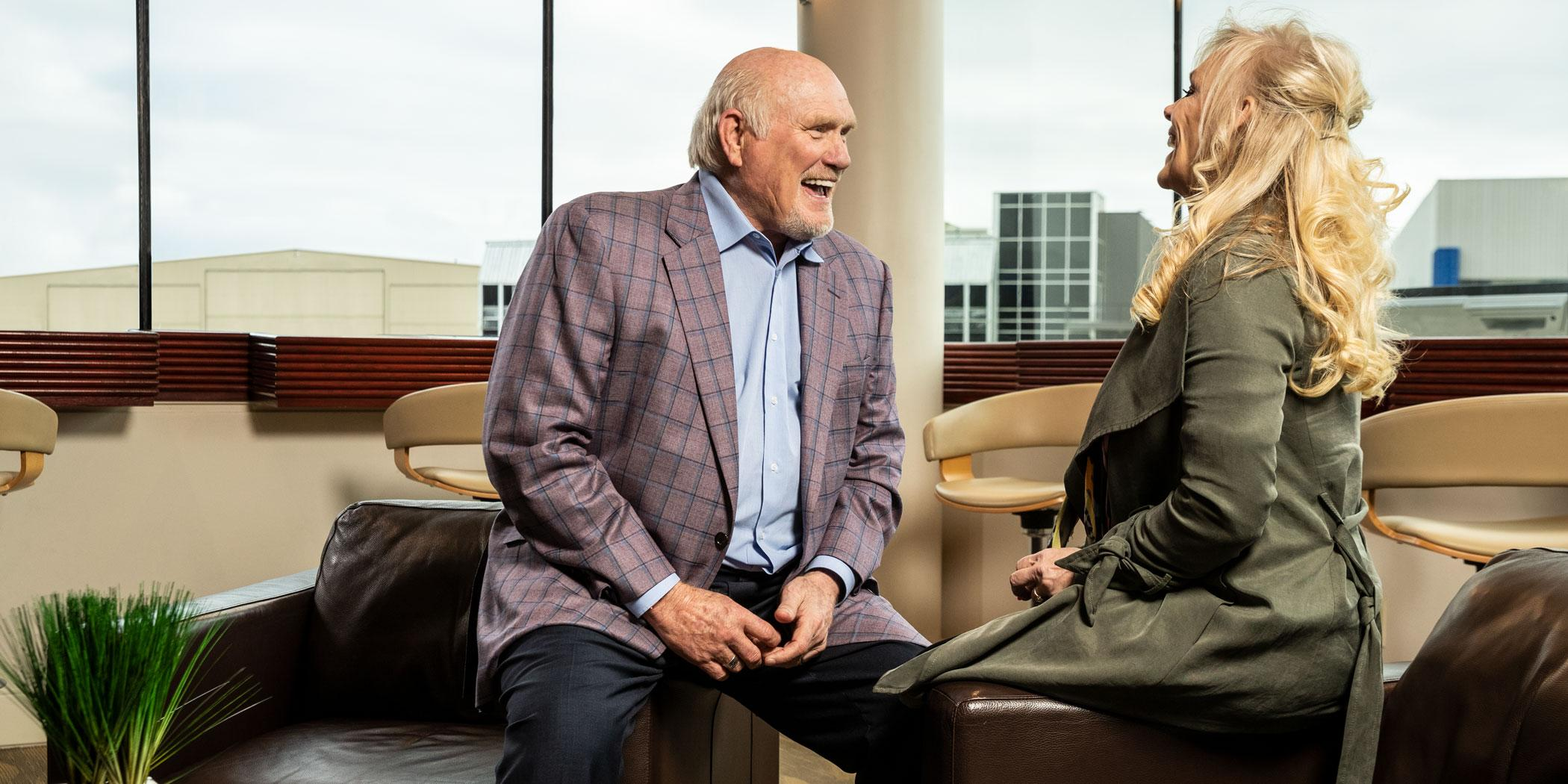 Bradshaw shares a laugh with his wife, Tammy. Photo: Stewart Cohen