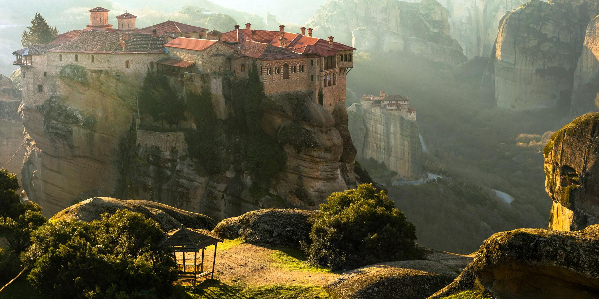 Mysterious hanging over rocks monasteries of Meteora, Greece Photo: Adobe Stock
