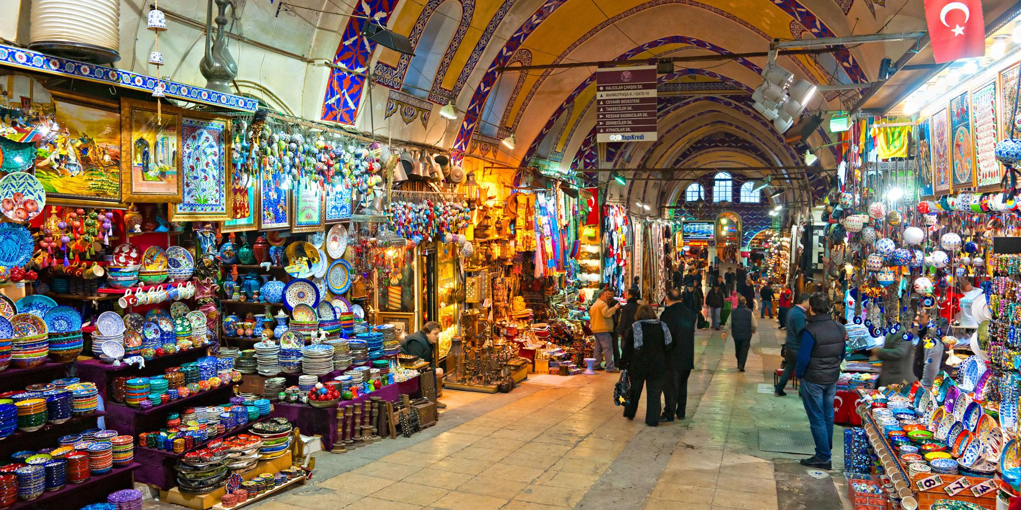 Grand bazaar shops in Istanbul. Photo Adobe Stock