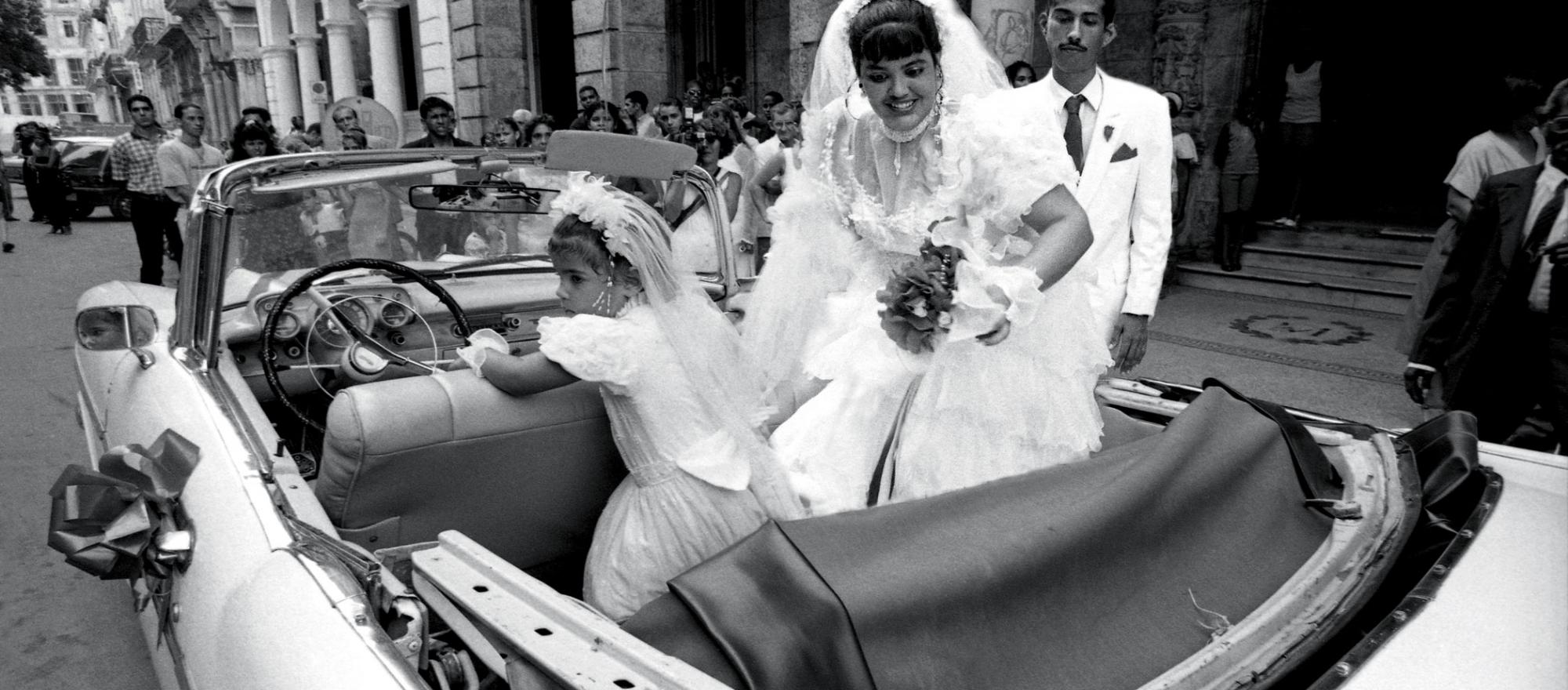 A newly married couple in Havana. PHOTOS: MANUELLO PAGANELLI