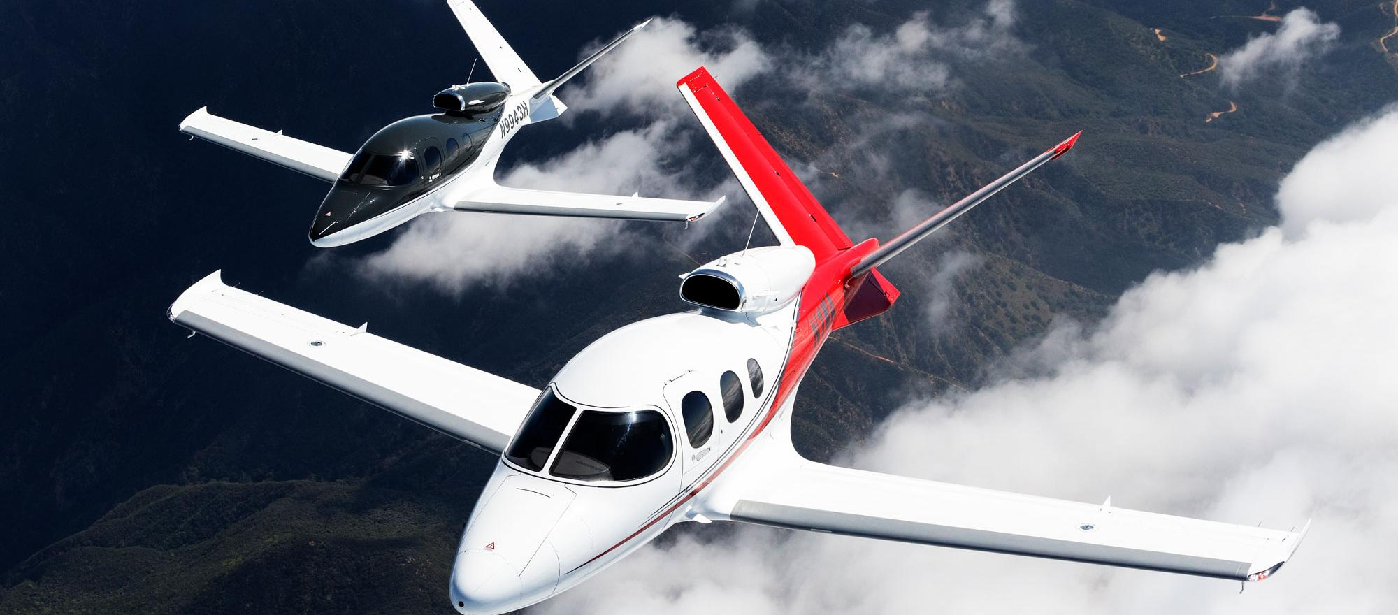 Cirrus SF50s in formation